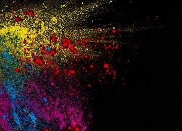 Tüm renkleri kucakla ve sen onlara yeni anlamlar yükle. Kalıpları kır.