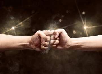 Başarının dengesinde rekabet ateşleyici faktör. Bu ateşleyici ile baş etmek zor. Ancak rekabet ettiğiniz kendiniz iseniz denge ve kontrol her zaman sizde olacak demektir.