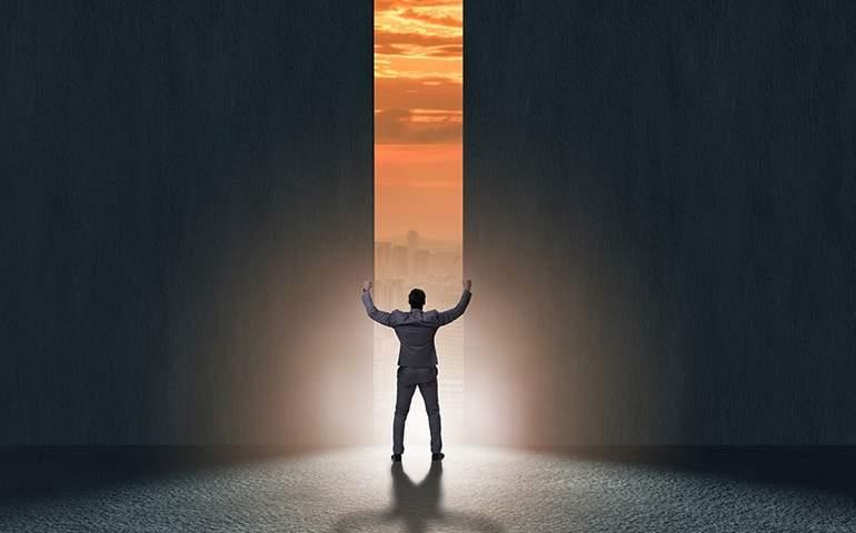 Hayal kurmaktan korkma, kendini bu korkuya hapsetme. Hayallerini özgür bırak ve geleceğini şekillendir.