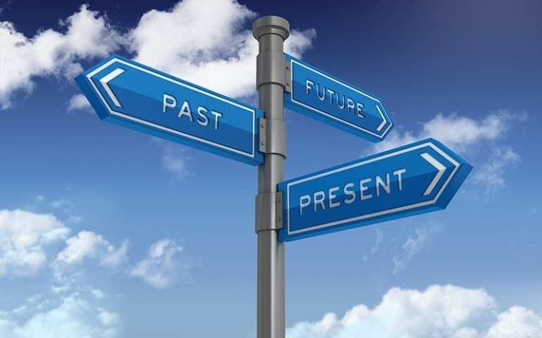 Şimdi; geçmişin mirası, geleceğin habercisidir. Şu an elimizde var olan tek güç, onu fark etmek gerek.